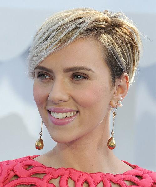 Scarlett Johansson short wispy hairstyle