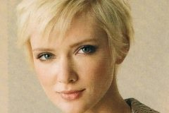 Short Chic Hairstyle for Professional Women